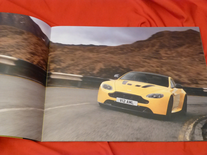 2014 aston martin v12 vantage s brochure prospekt 2013 english ebay. Black Bedroom Furniture Sets. Home Design Ideas