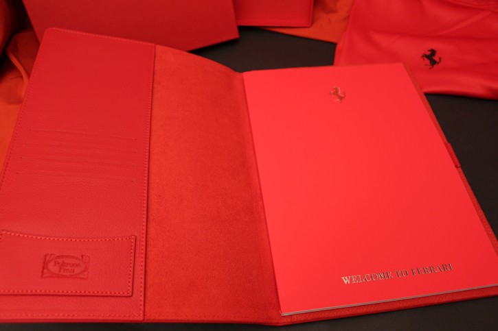 2016 ferrari ledermappe owners box brochure prospekt red. Black Bedroom Furniture Sets. Home Design Ideas